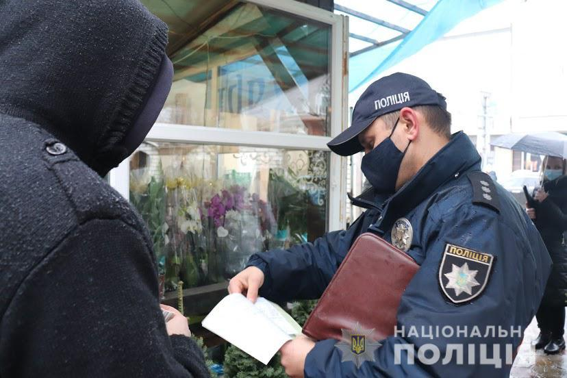 Ялинкові ринки в Ужгороді перевіряє поліція