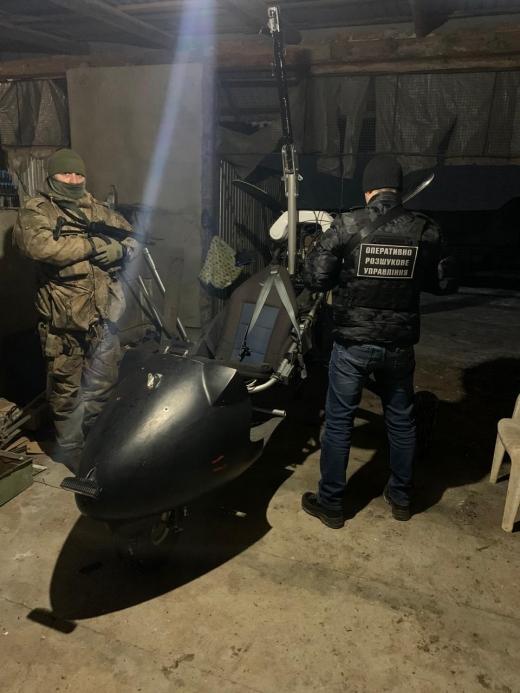 Прикордонники та співробітники СБУ затримали на Закарпатті контрабандистів з дельтапланом