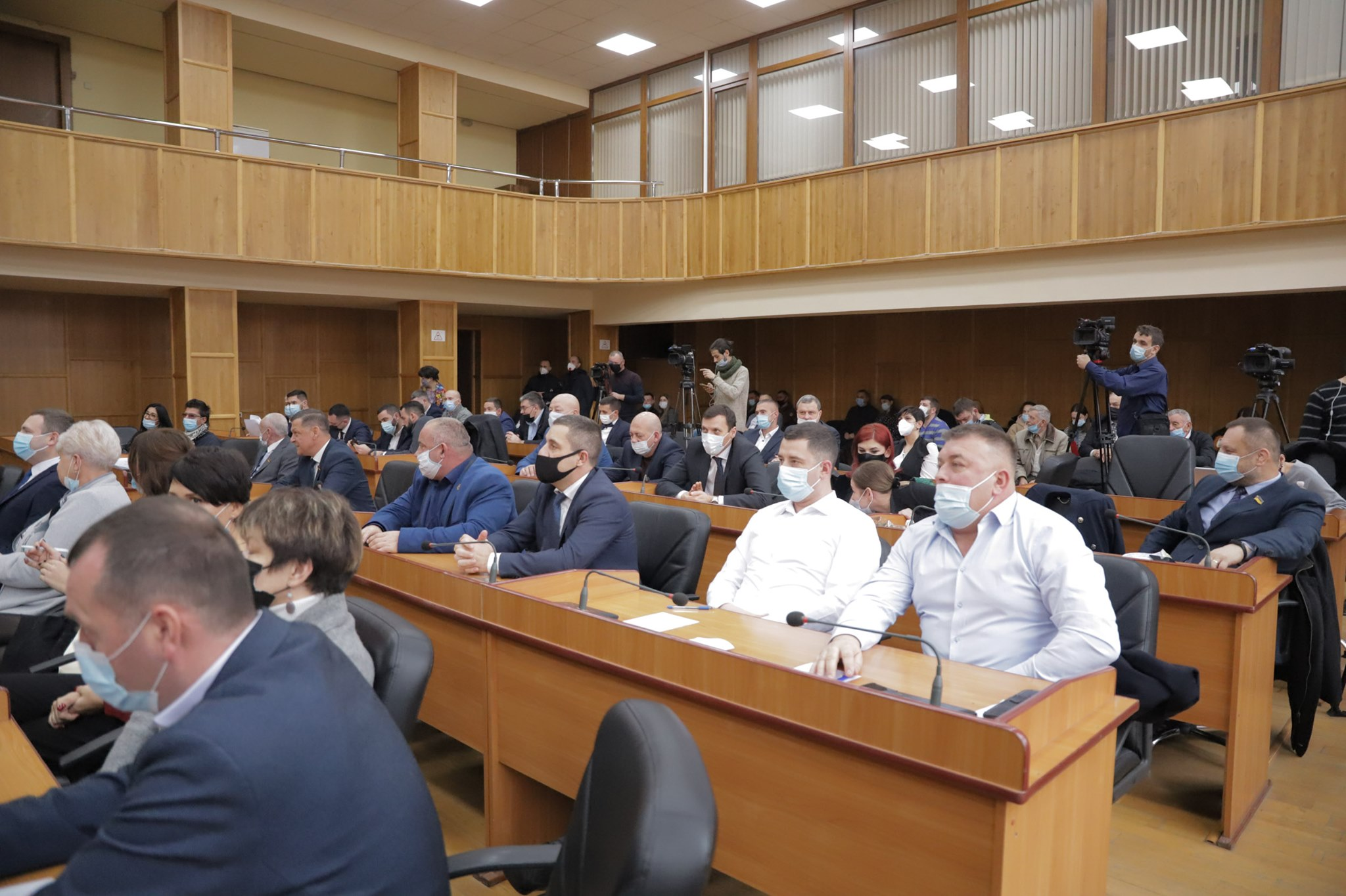 В Ужгороді відбулася перша сесія міської ради 8-го скликання, обрано секретаря, заступників, виконком