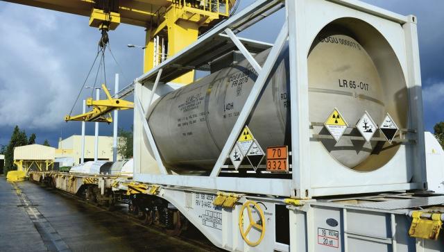 """Для угорської АЕС """"Пакш"""" через Закарпаття привезли свіже ядерне паливо"""