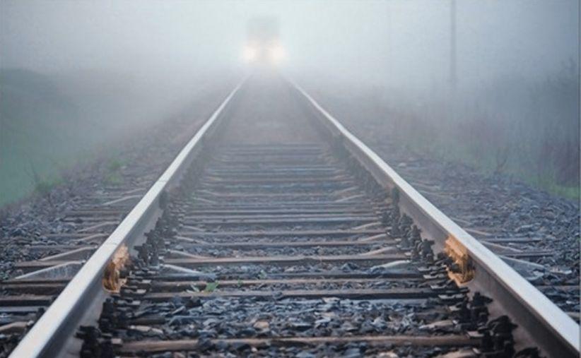 На Ужгородщині  водій не впорався з керуванням  та злетів з дороги на залізничну колію