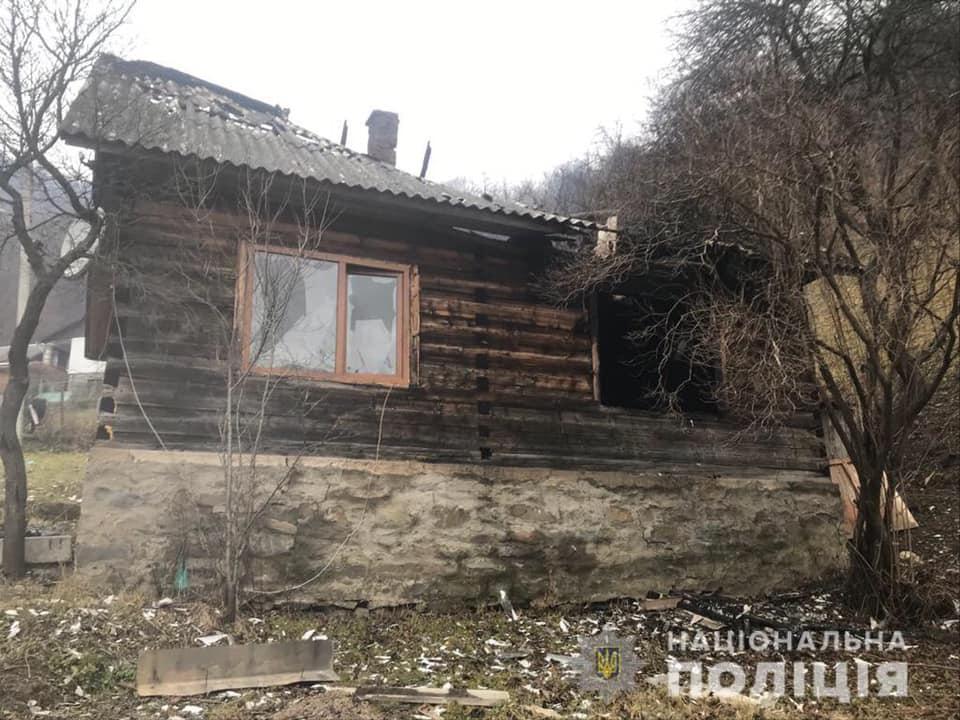Жінка спалила будинок свого колишнього у Рахові