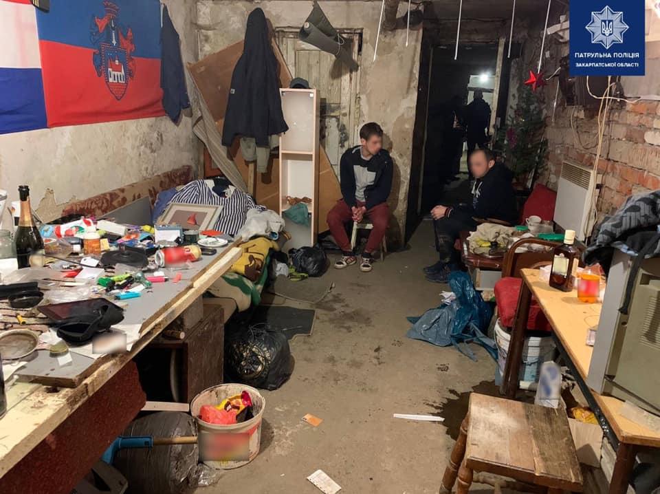 В Ужгороді поліція затримала чоловіків, що зберігали наркотичні речовини