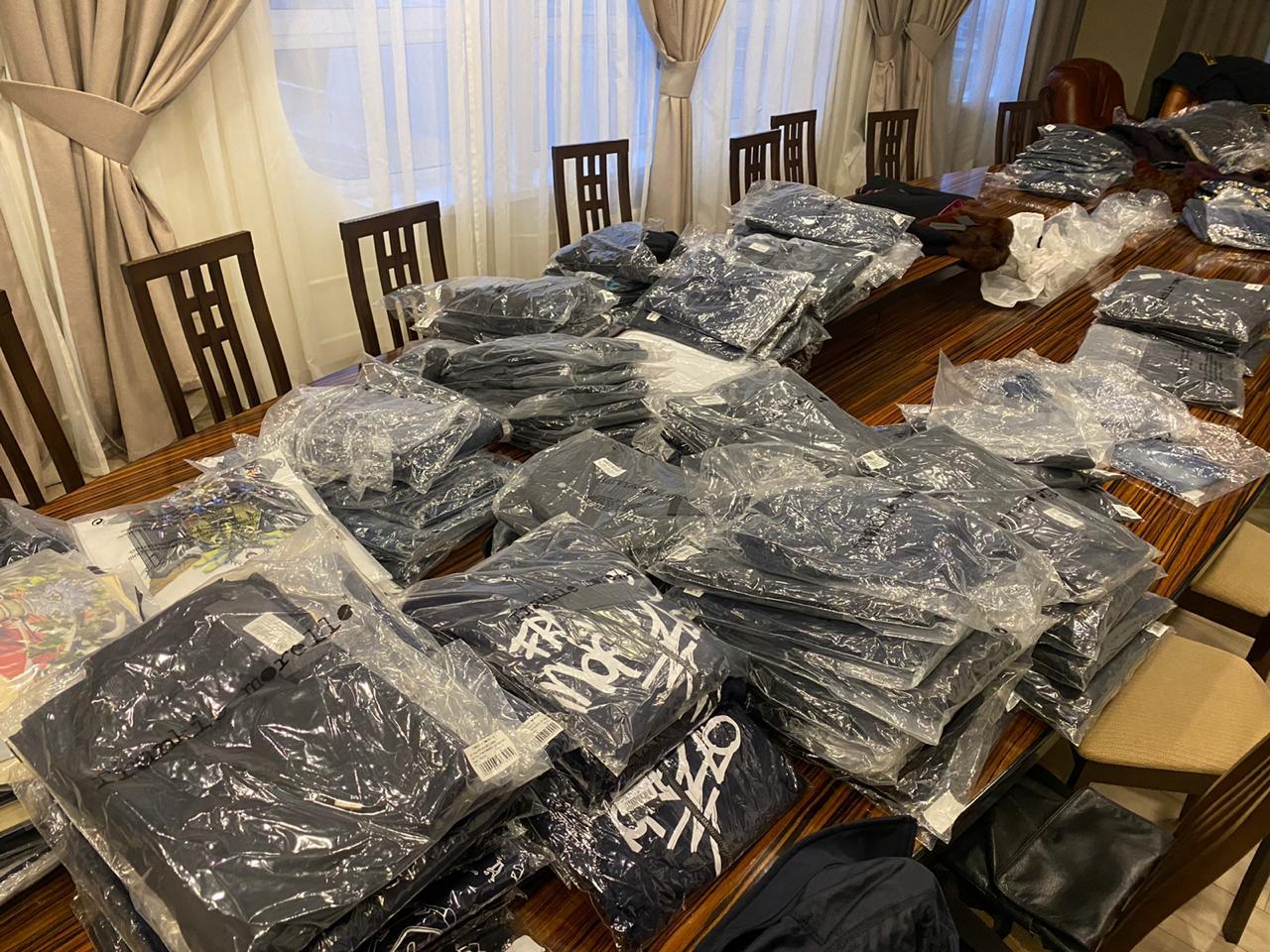 Закарпатські митники вилучили у чернівчанина партію незадекларованого брендового одягу