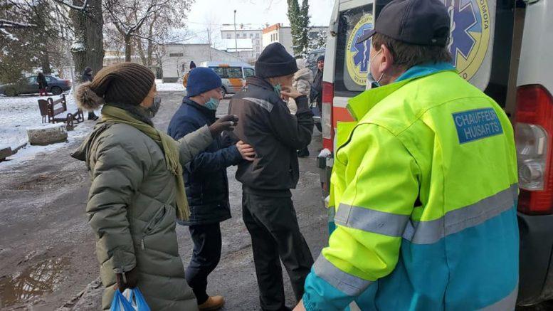 В Мукачеві небайдужі допомогли родині, яка жила в нелюдських умовах