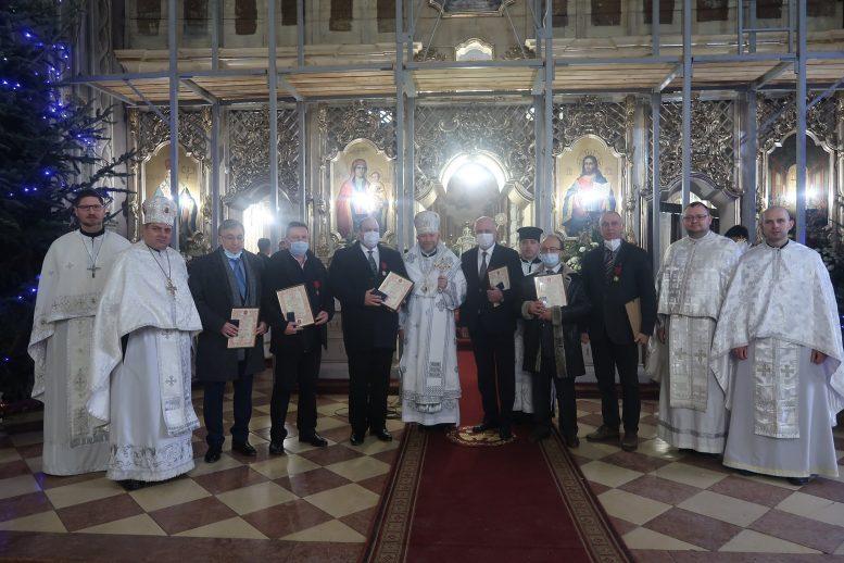 Владика Ніл нагородив орденом Блаженного Теодора закарпатських лікарів