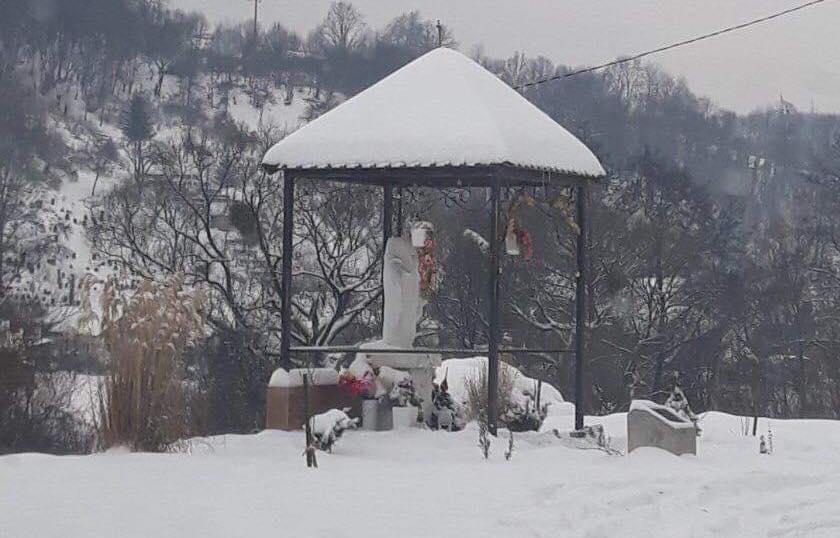 Невідомі зловмисники відбили голову на скульптурі Пресвятої Богородиці в Сваляві