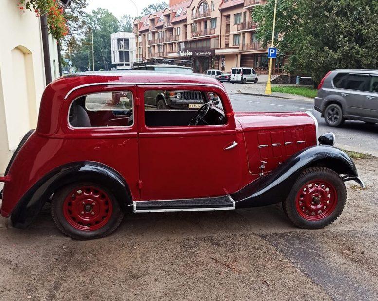 Ужгородець Юрій Руснак відреставрував ретро-автомобіль 1932 року (відео)