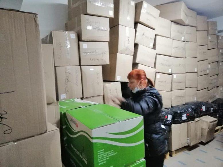 Закарпатські волонтери отримали вантажівку захисного одягу для лікарів, які протистоять COVID-19