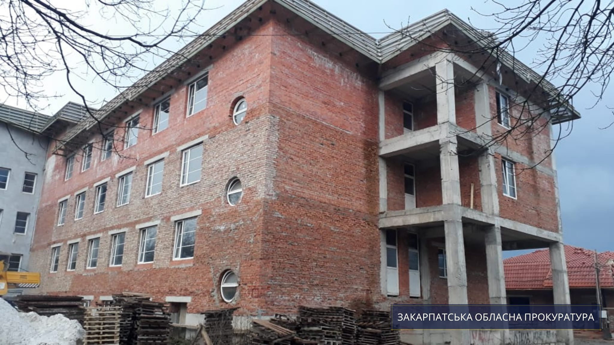 На будівництві тублікарні у Тячівському районі керівник підрядної фірми привласнив понад 2 млн грн