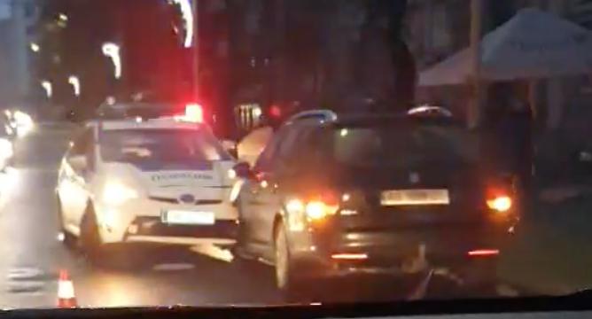 В Ужгороді ДТП за участі поліцейського авто (відео)
