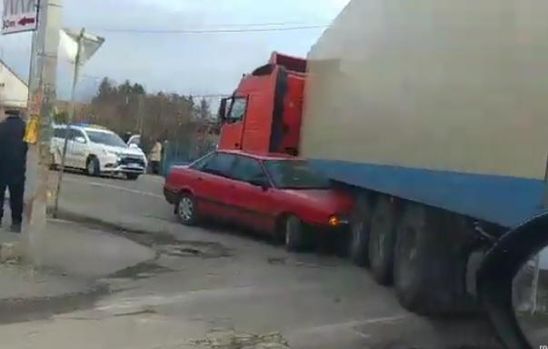 Легковик у Виноградові потрапив під вантажівку (ВІДЕО)