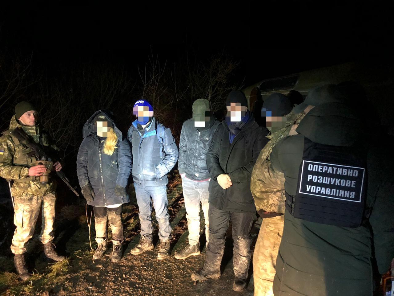 На Закарпатті затримали трьох нелегалів із Сирії та їх переправників