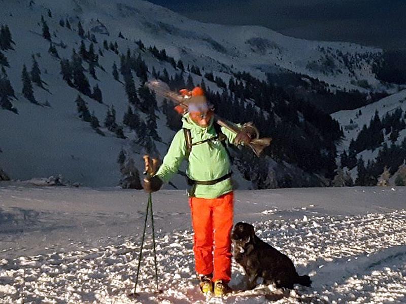 Закарпатські рятувальники відшукали в горах заблукалу сноубордистку