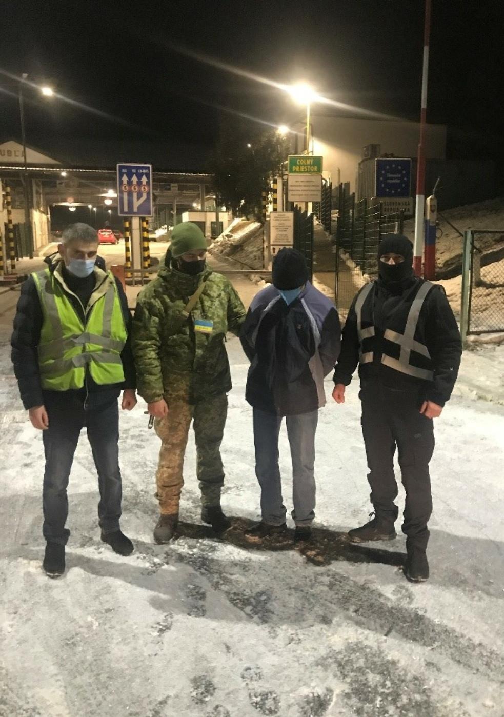 Поблизу словацького кордону на Закарпатті затримали розшукуваного Інтерполом злочинця