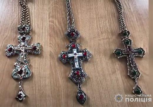 В одному з храмів Ужгорода троє неповнолітніх вкрали позолочені хрести
