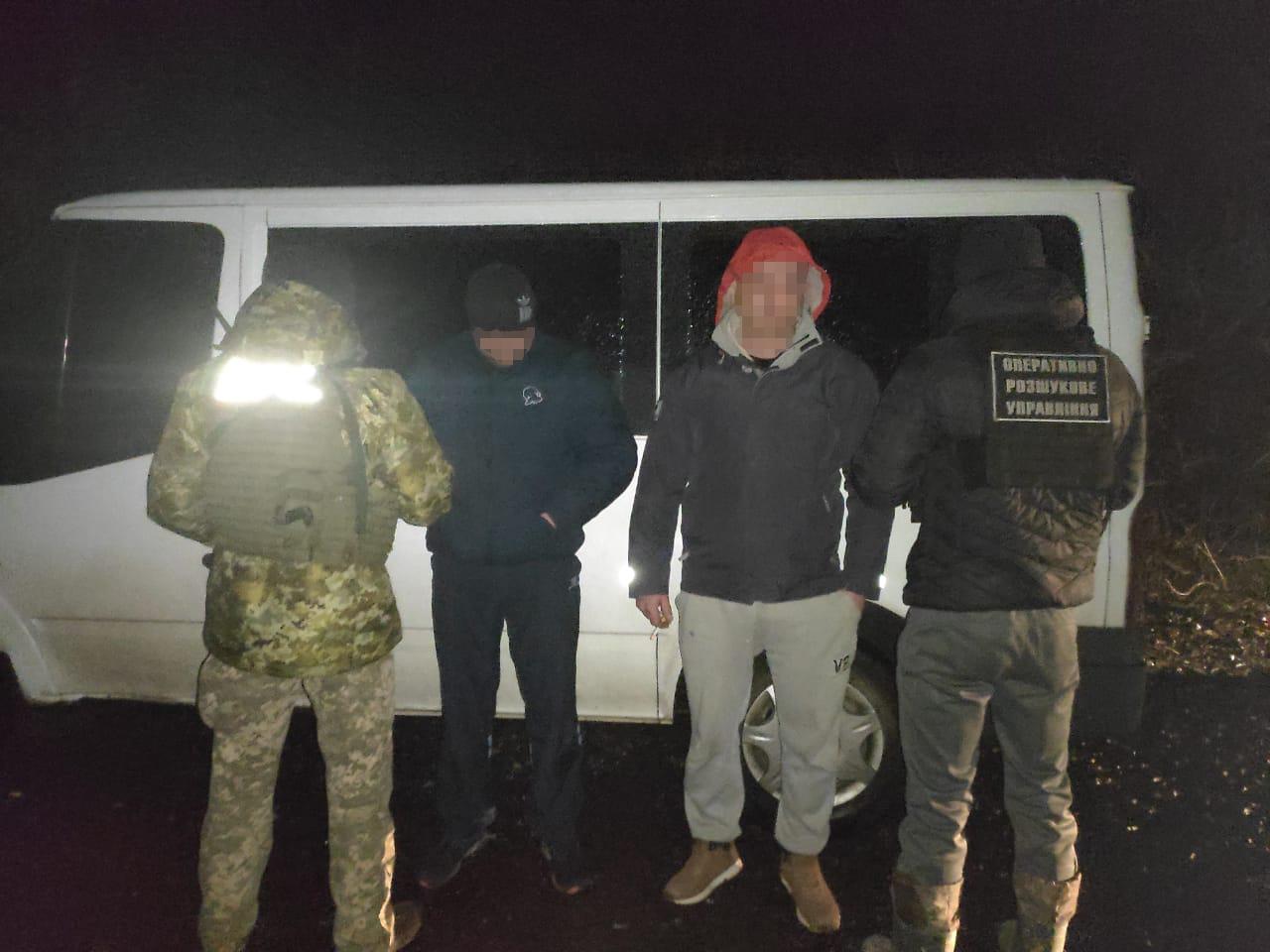 На Закарпатті прикордонники завадили контрабандистам переправити до Румунії майже 16 тисяч пачок цигарок