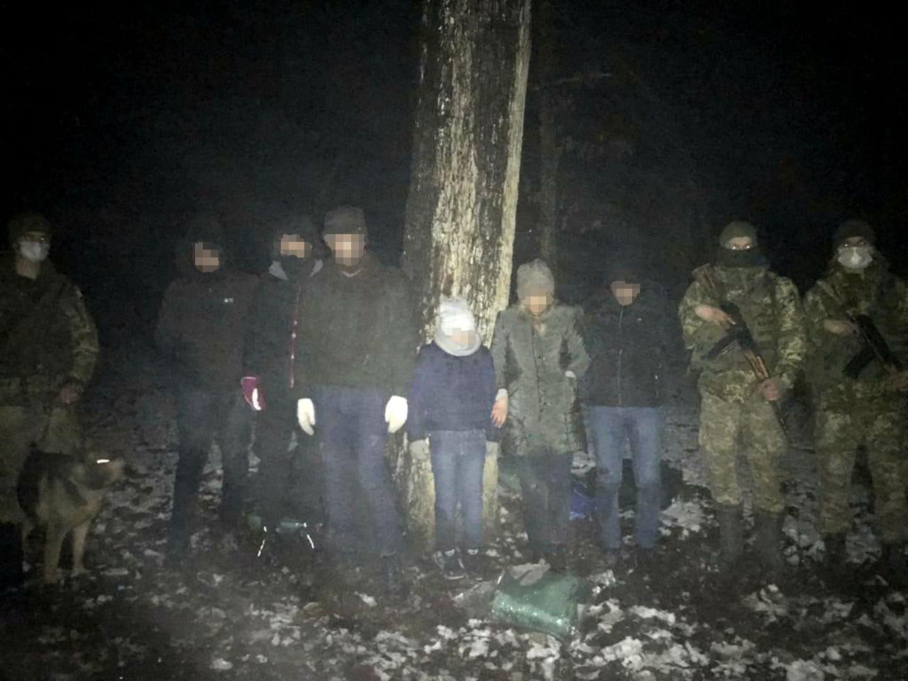 Групу нелегалів з Ірану затримали поблизу кордону зі Словаччиною закарпатські прикордонники