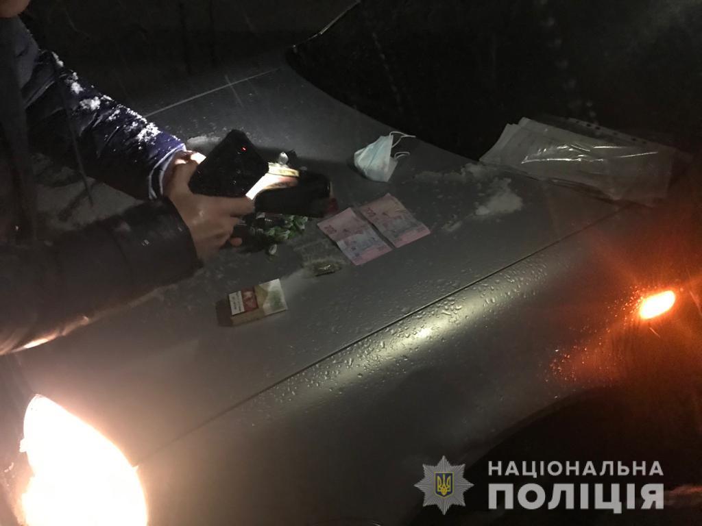 """Правоохоронці спіймали """"на гарячому"""" мешканця Рахівщини, який продавав марихуану"""