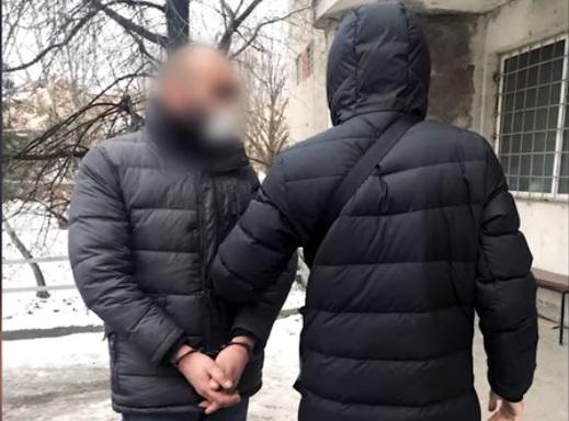 В Ужгороді затримали одного з групи злодіїв, що обкрадали автівки