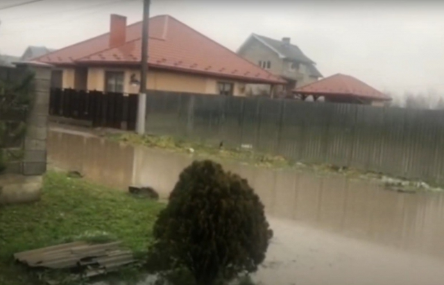 Під Ужгородом затопило мікрорайон Підлипники (відео)