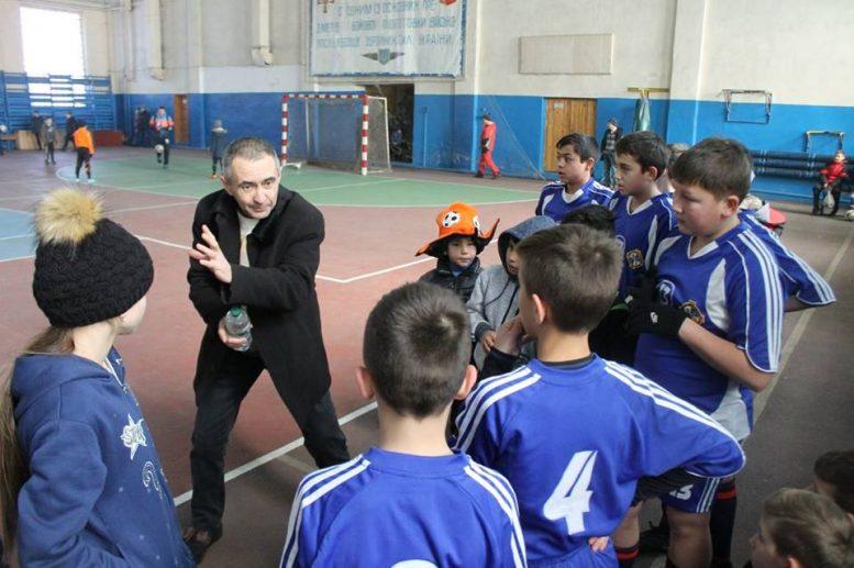 На Закарпатті священник заснував дитячу футбольну школу