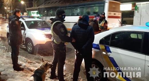На Ужгородщині двоє молодиків виманили у чоловіка мобільний телефон
