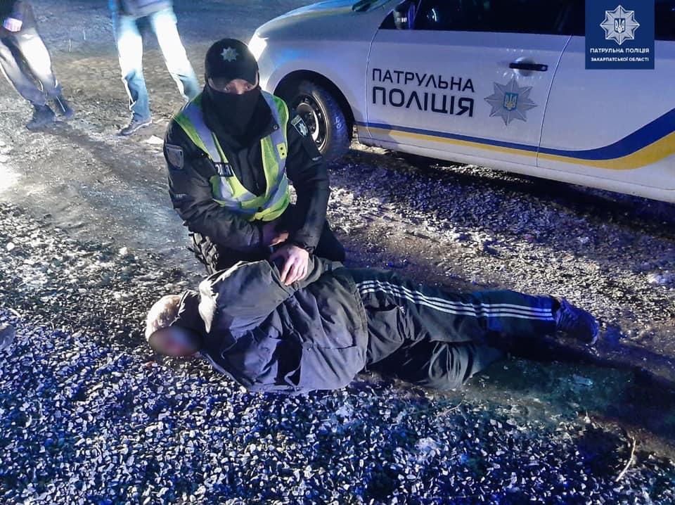 В Мукачеві під час бійки чоловік вистрілив у суперника з пневматичної зброї