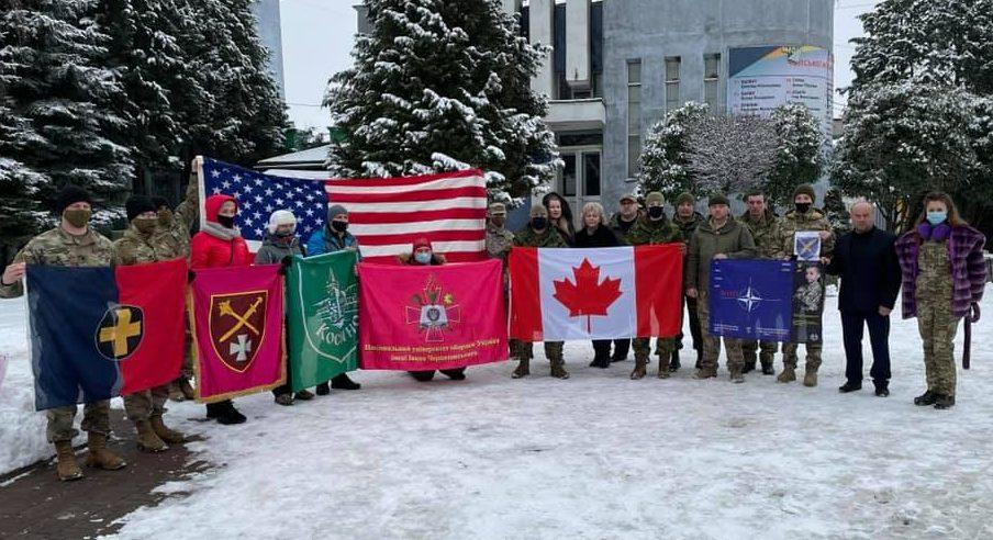 У Чопі відбулося вшанування річниці боїв за Дебальцеве за участі військовослужбовців НАТО (фото)