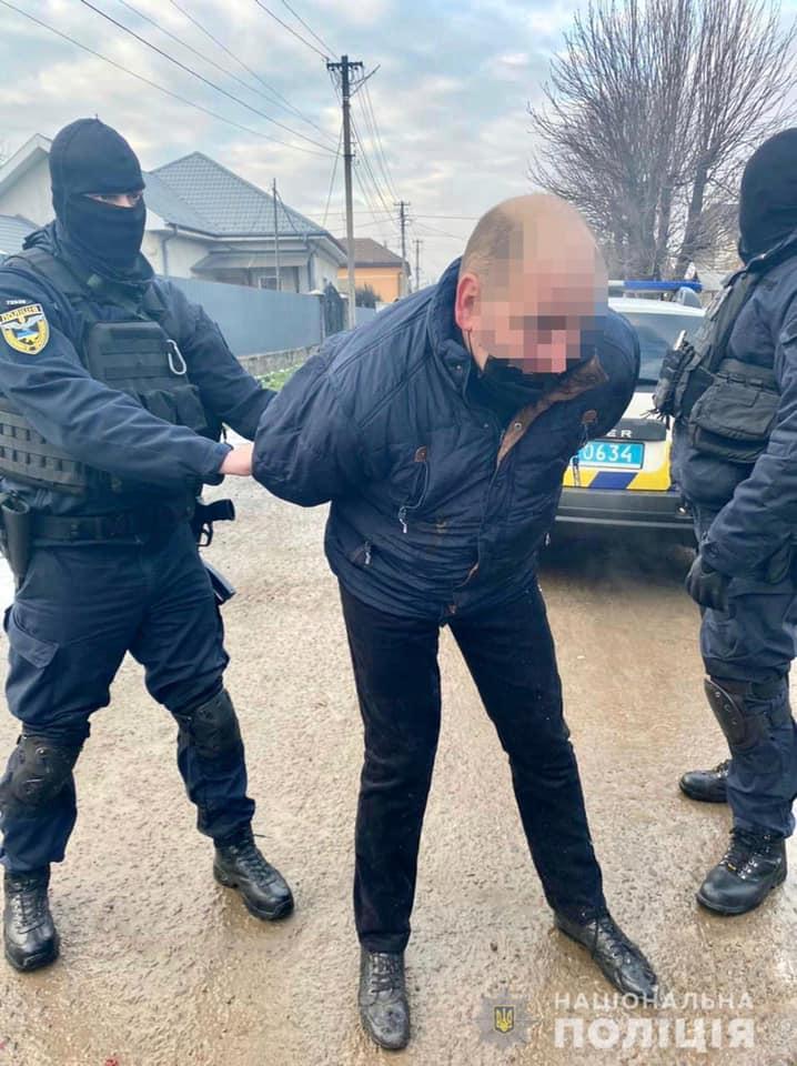 В Ужгороді правоохоронці затримали збувача особливо небезпечного наркотику