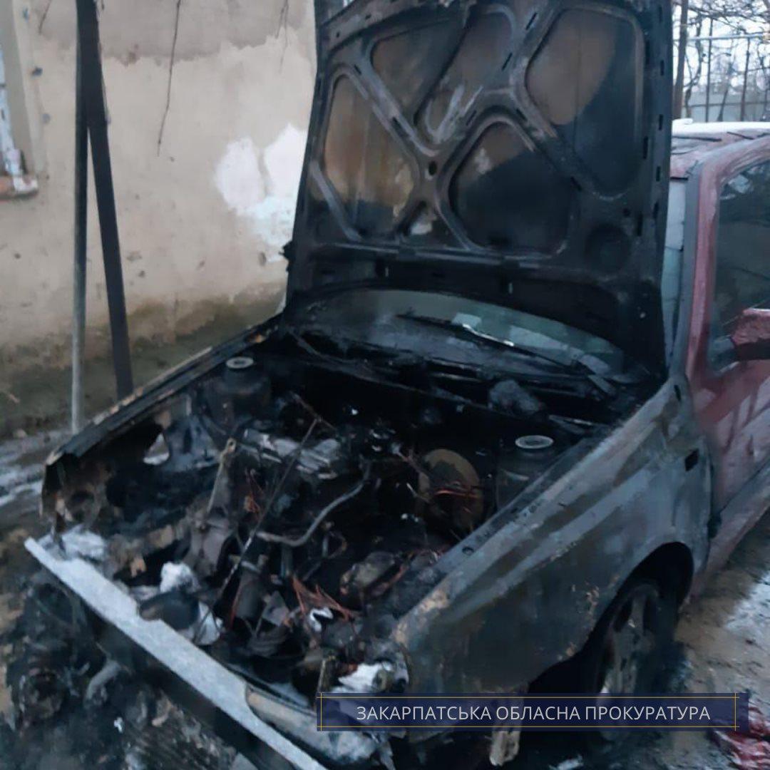 Ужгородцю, який підпалив авто сусідки, повідомлено про підозру
