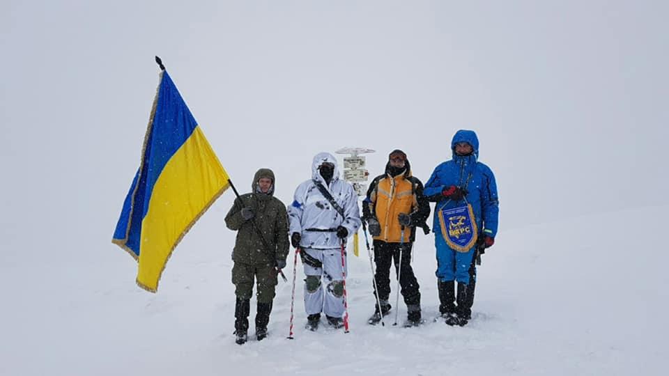 Гірські рятувальники Закарпаття супроводили учасників Міжнародного союзницького зимового походу на Говерлу (фото)