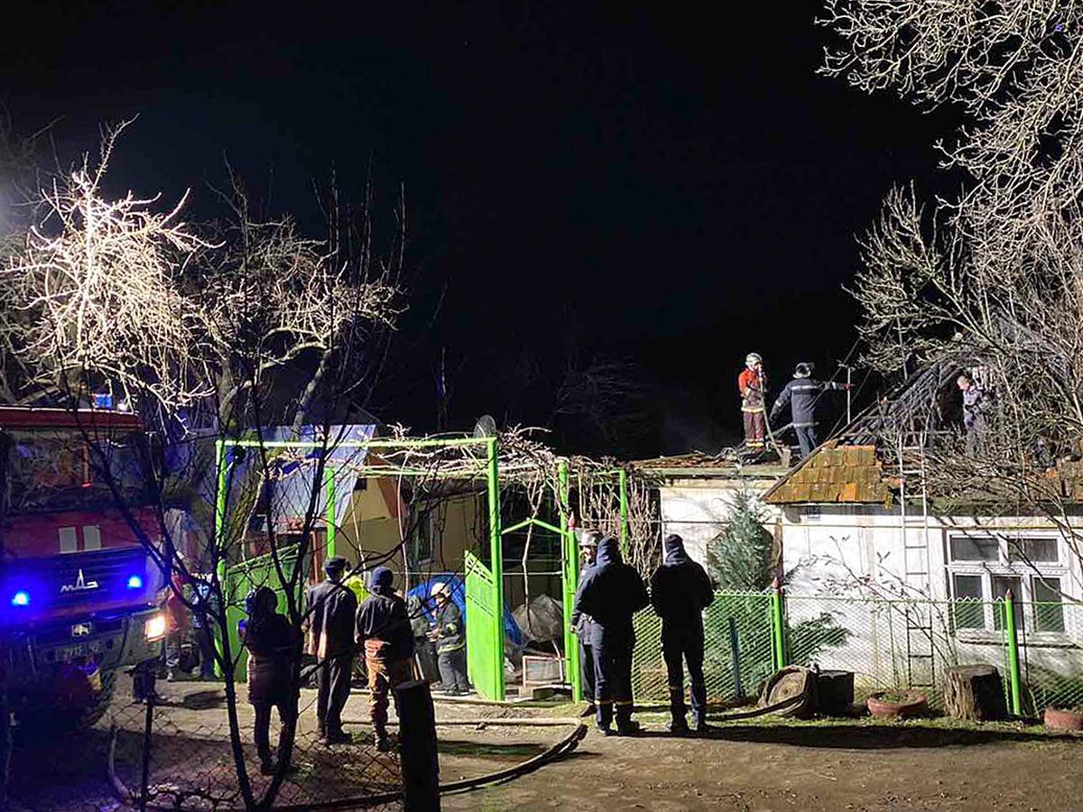На Іршавщині сусіди врятували чоловіка з палаючого будинку