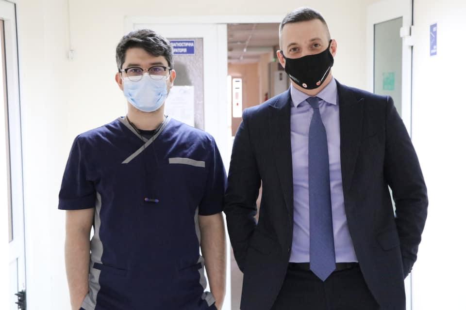 На Закарпатті почали робити щеплення лікарям