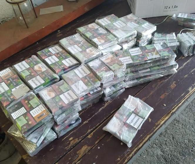 У автівці громадянина Угорщини закарпатські прикордонники знайшли сховки з цигарками