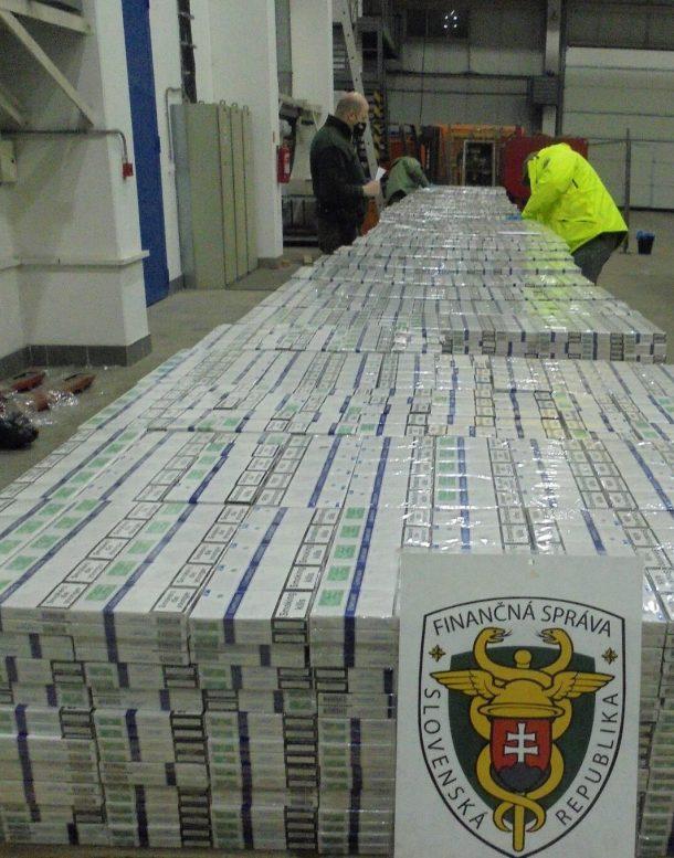 Словацькі митники затримали велику контрабанду сигарет, що прямувала через пост Ужгород – Вишнє Немецьке