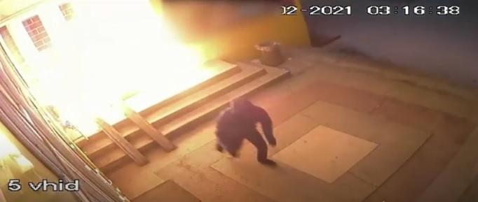 Двоє чоловіків підпалили на Воловеччині міні-маркет (ВІДЕО)