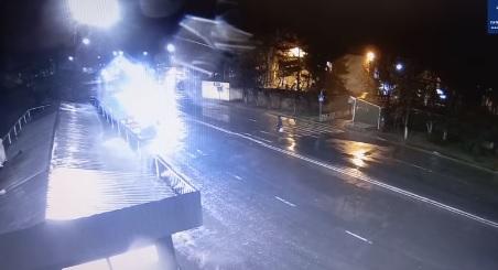 На пішоходному переході в Ужгороді автомобіль збив жінку (ВІДЕО)