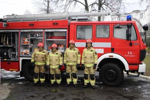 Закарпатські рятувальники отримали від польських колег обладнання та пожежний автомобіль
