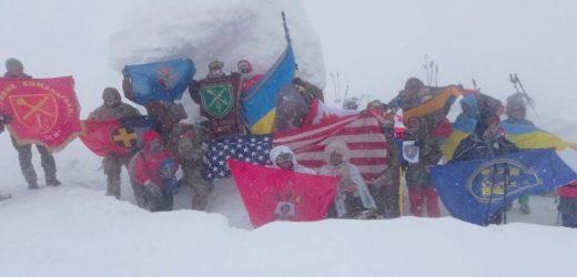 На Закарпатті військові НАТО та ЗСУ здійснили екстремальне зимове сходження на Говерлу (фото)