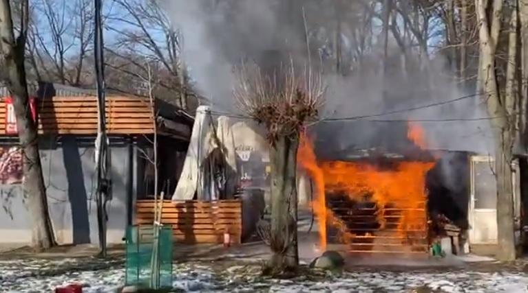 В Ужгороді горить кафе у Боздоському парку