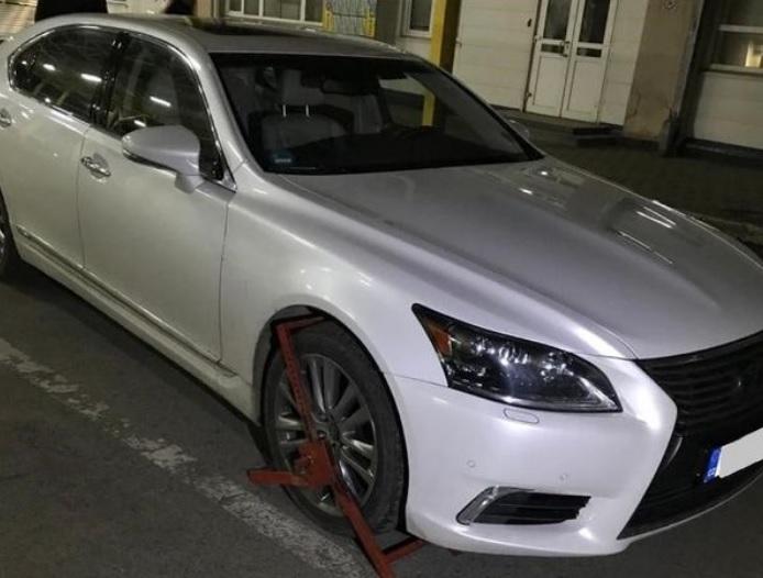 Закарпатські прикордонники затримали автомобіль Lexus, викрадений у Чехії