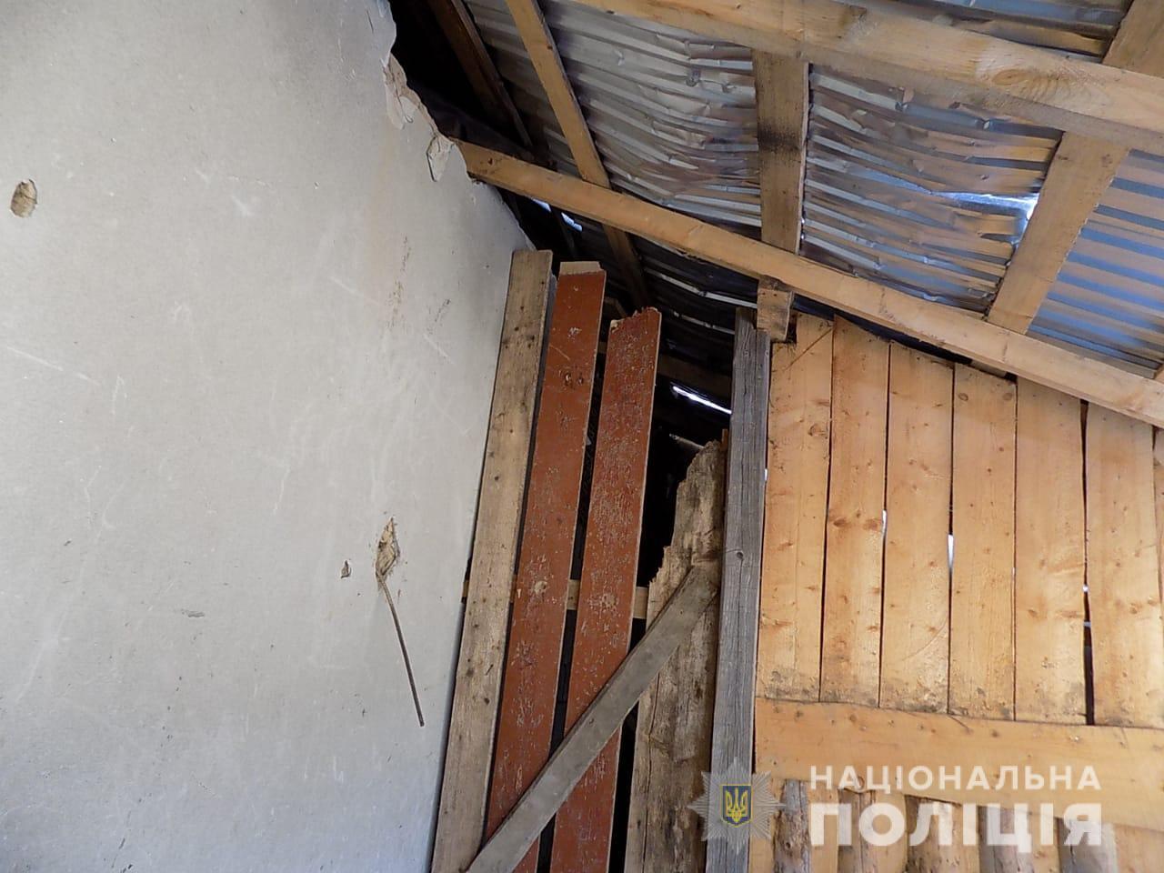 На Іршавщині троє чоловіків залізли через дах у крамницю і вкрали алкогольні напої та сигарети