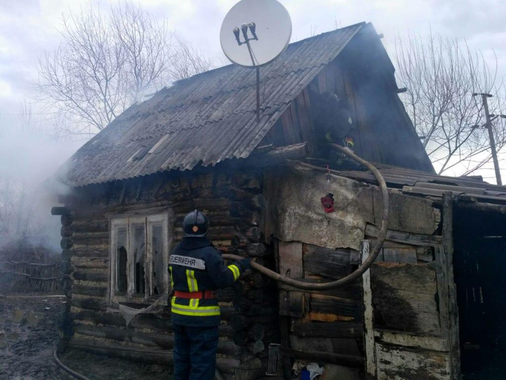 На Перечинщині через залишену без нагляду піч горів дерев'яний будинок