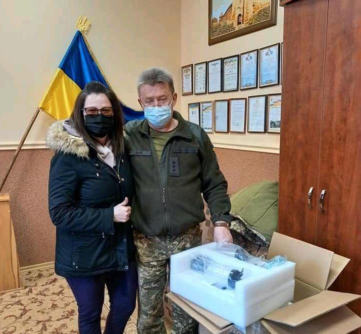 Волонтери Закарпаття передали військовому шпиталю кисневий концентратор