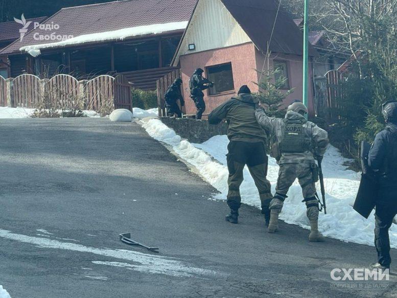 На закарпатській резиденції Медведчука провели обшуки (фото)