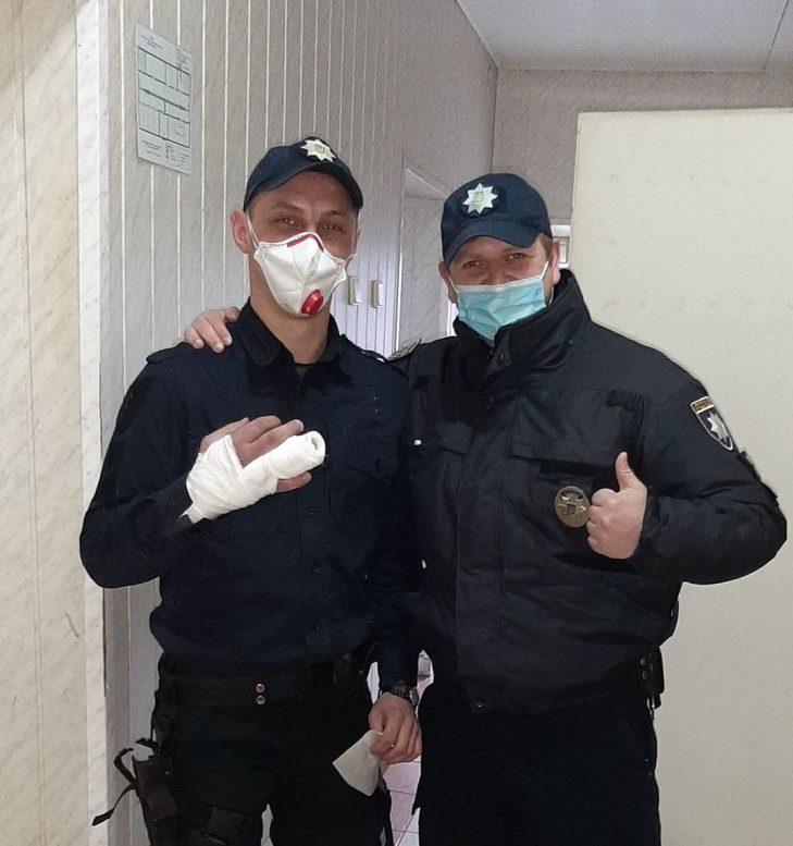 В Ужгороді патрульний зламав палець при затриманні небезпечного злочинця (фото)