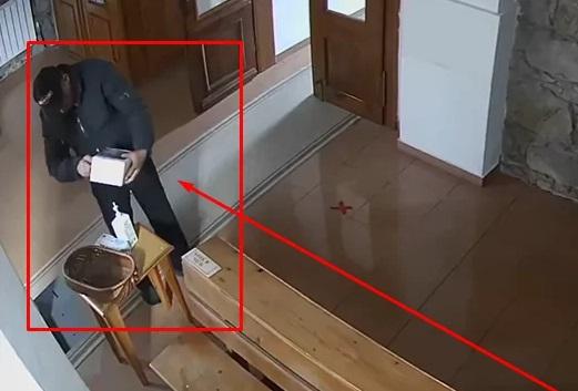 Поліція затримала злодія, що перехрестившись, обікрав церкву у Сваляві (ВІДЕО)