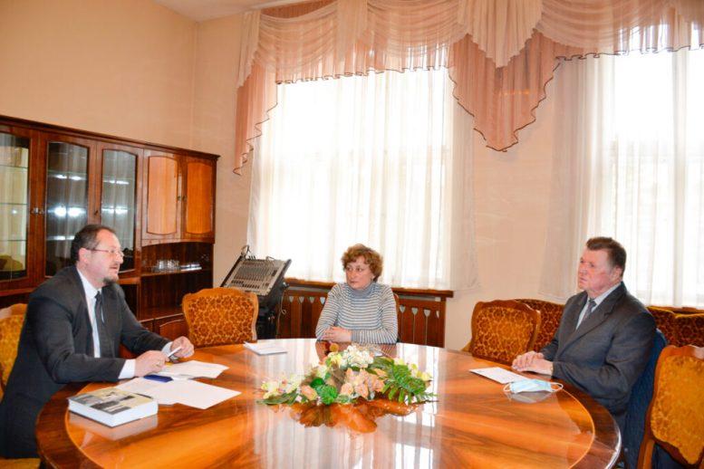 В Закарпатській обласні раді провели консультації щодо відновлення діяльності видавничої групи Книги «Реабілітовані історією»