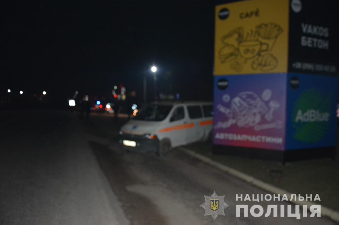 """П'яна водійка за кермом іномарки на Тячівщині врізалася у карету """"швидкої"""""""
